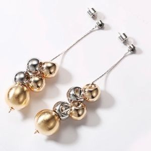 Like New gold/silver tone bauble drop earrings